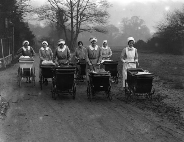 Baby Carriage「Pushing Prams」:写真・画像(4)[壁紙.com]