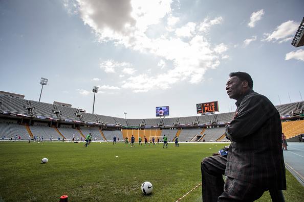 Xavi Torrent「Soccer Legend Pele Visits Olympic Stadium In Barcelona」:写真・画像(4)[壁紙.com]