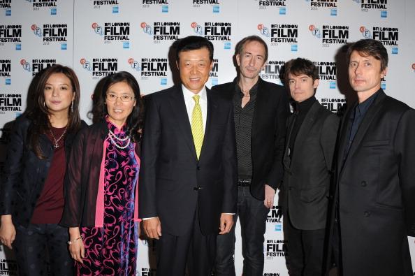 "Mat Osman「""So Young"" - Red Carpet Arrivals: 57th BFI London Film Festival」:写真・画像(13)[壁紙.com]"