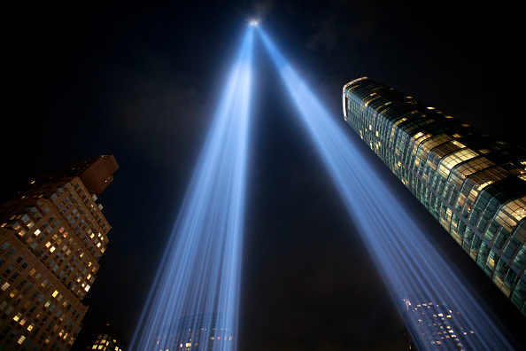 Bestpix「Annual Tribute In Light Marks Anniversary Of Attacks On The World Trade Center's Twin Towers」:写真・画像(15)[壁紙.com]