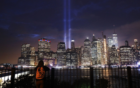 Memorial Event「Annual Tribute In Light Marks Anniversary Of Attacks On The World Trade Center's Twin Towers」:写真・画像(14)[壁紙.com]