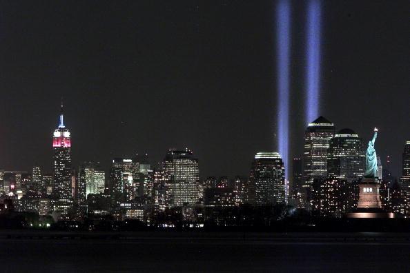 Urban Skyline「Tribute in Light」:写真・画像(0)[壁紙.com]