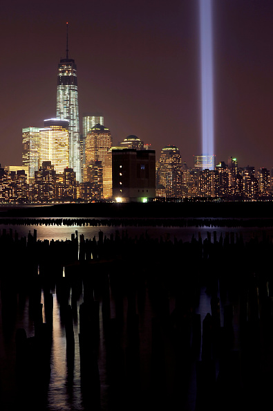 Memorial Event「Twin Towers Of Light Shine Over New York On 9/11 Anniversary」:写真・画像(13)[壁紙.com]
