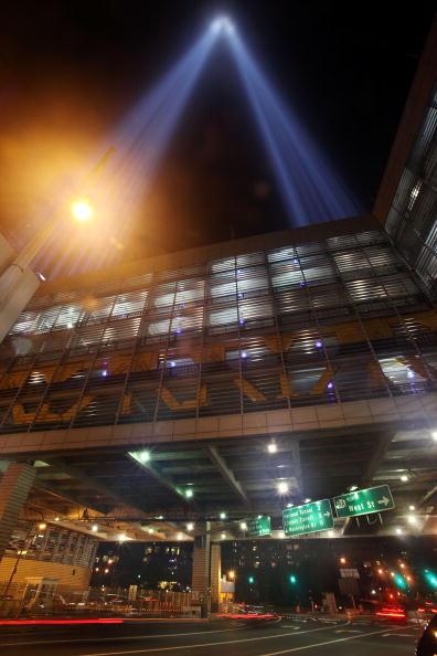 "911 Remembrance「""Tribute In Light"" Illuminates New York Ahead Of 9-11 Commemoration」:写真・画像(15)[壁紙.com]"