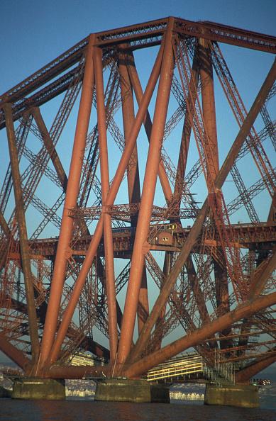Metal「The Forth Railway bridge in Scotland. 2000.」:写真・画像(11)[壁紙.com]