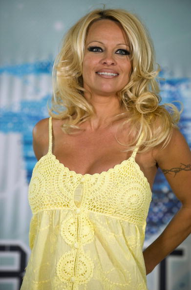 Baby Doll Dress「Pamela Anderson Press Conference Ahead Of Big Brother Appearance」:写真・画像(7)[壁紙.com]