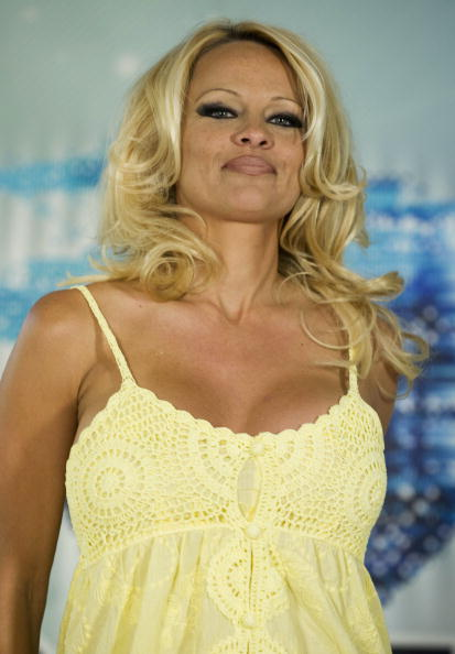 Baby Doll Dress「Pamela Anderson Press Conference Ahead Of Big Brother Appearance」:写真・画像(17)[壁紙.com]