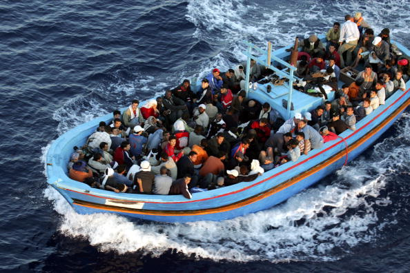 Refugee「Italian Border Patrols Pick Up Boatloads Of Illegal Immigrants」:写真・画像(4)[壁紙.com]