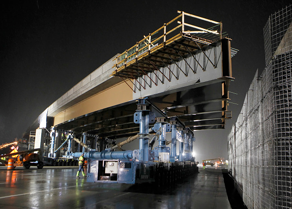 Construction Industry「Fully Constructed Utah Bridge Longest Ever To Be Moved Into Place In Western Hemisphere」:写真・画像(6)[壁紙.com]
