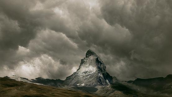 Pennine Alps「The Matterhorn under a cloudy sky」:スマホ壁紙(7)