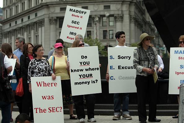 Victim「Bernard Madoff Is Sentenced For Fraud And Perjury In Massive Ponzi Scheme」:写真・画像(14)[壁紙.com]