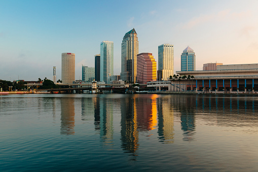 Gulf Coast States「USA, Florida, Tampa, Downtown in the evening」:スマホ壁紙(5)