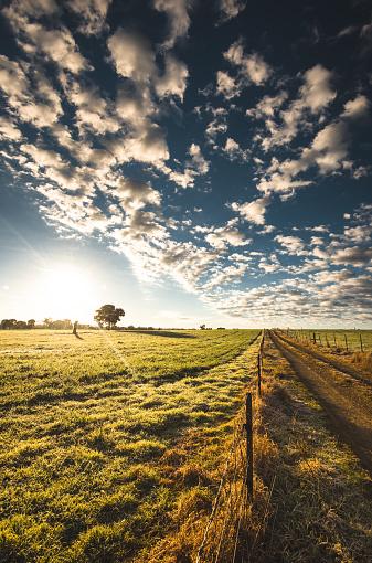 雲「ニュー ・ サウス ・ ウェールズの田舎」:スマホ壁紙(18)