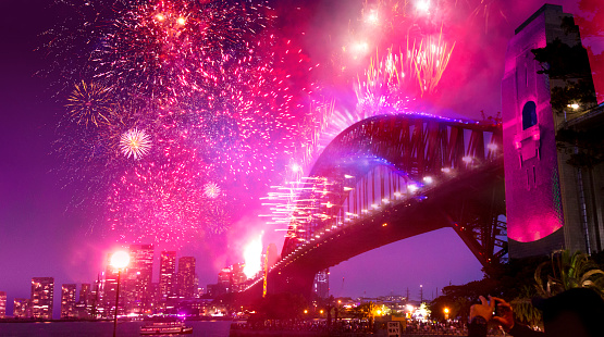 Firework - Explosive Material「Sydney's Harbor Bridge at 2020's Annual New Year's Eve Fireworks Welcome Show」:スマホ壁紙(4)