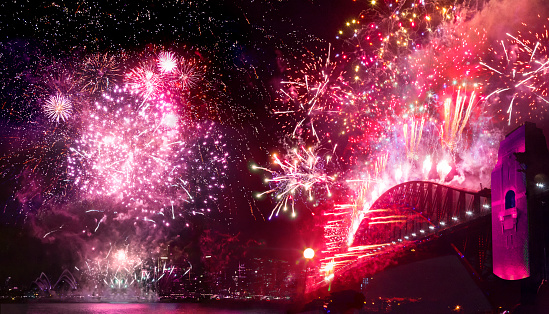 Firework - Explosive Material「Sydney's Harbor Bridge at 2020's Annual New Year's Eve Fireworks Welcome Show」:スマホ壁紙(9)