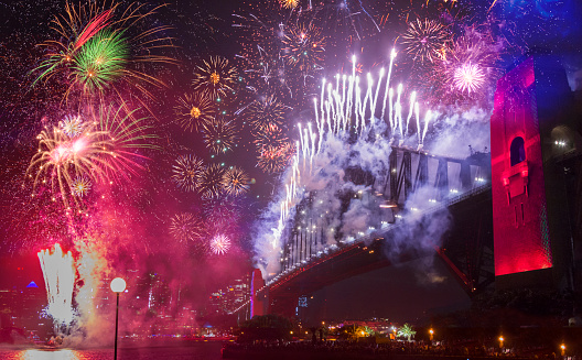 Firework - Explosive Material「Sydney's Harbor Bridge at 2020's Annual New Year's Eve Fireworks Welcome Show」:スマホ壁紙(11)