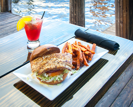 Fort Lauderdale「Fish Sandwich, French Fries, Red Cocktail」:スマホ壁紙(17)