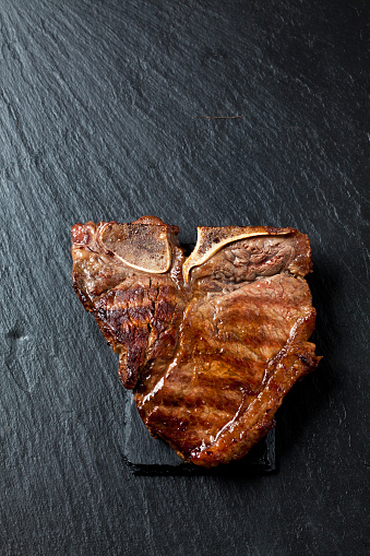 Steak「Roasted porterhouse steak on black」:スマホ壁紙(0)