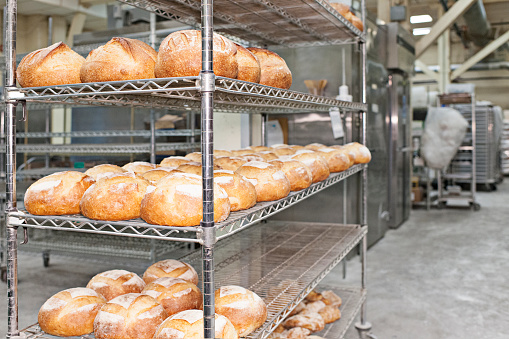 Loaf of Bread「Fresh bread in bakery」:スマホ壁紙(14)