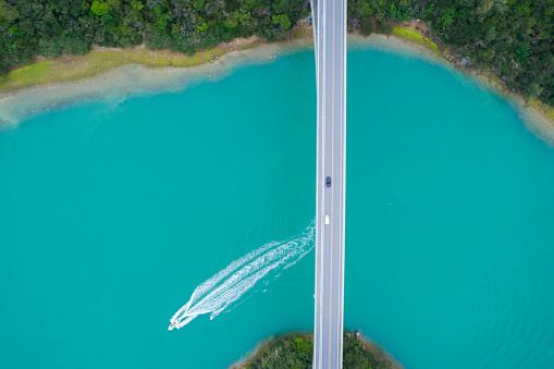 Water Surface「A ship passing under the bridge.」:スマホ壁紙(2)