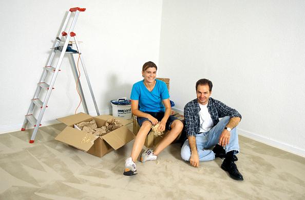趣味・暮らし「Couple decorating, portrait」:写真・画像(4)[壁紙.com]