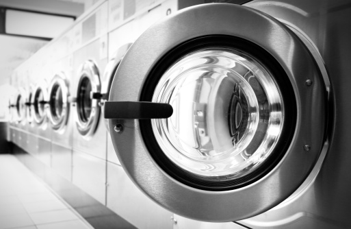 Laundry「Open door in a washing machine row」:スマホ壁紙(4)