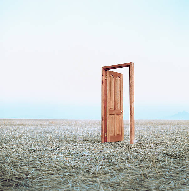 Open door in field:スマホ壁紙(壁紙.com)