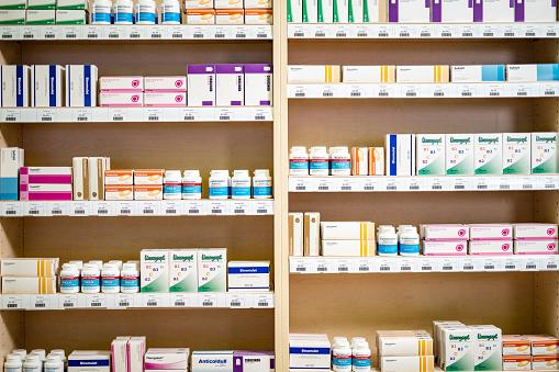 Medicine「Shelves stacked with medicines」:スマホ壁紙(17)