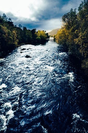 アフリック川「アフリック峡谷、スコットランドのハイランド地方」:スマホ壁紙(0)