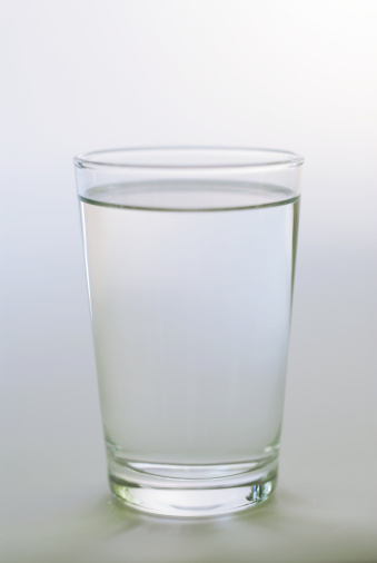 グラス「Glass of water」:スマホ壁紙(1)