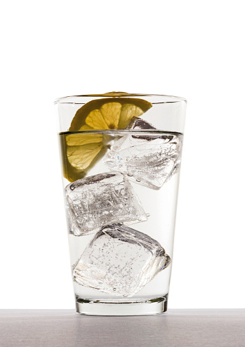 Carbonated drink「Glass of water with ice cubes and lemon slice」:スマホ壁紙(18)