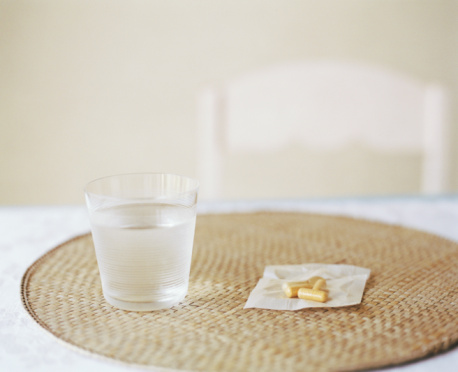 Water「Glass of water and pills on placemat」:スマホ壁紙(11)