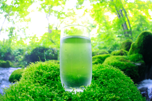 Drinking Glass「Glass of water on mossy stone by stream」:スマホ壁紙(1)