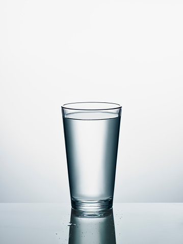 Glass - Material「Glass of water in front of white background」:スマホ壁紙(16)