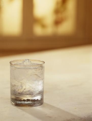 氷「Glass of water」:スマホ壁紙(5)