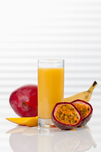 Passion Fruit「Glass of smoothie with mango, passion fruit, and banana, close up」:スマホ壁紙(11)