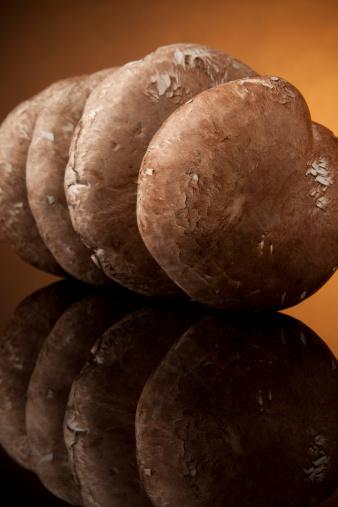 Portobello Mushroom「Portobello Mushrooms on Black Glass」:スマホ壁紙(15)