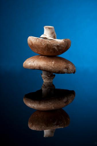 Portobello Mushroom「Portobello Mushrooms on Black Glass」:スマホ壁紙(10)