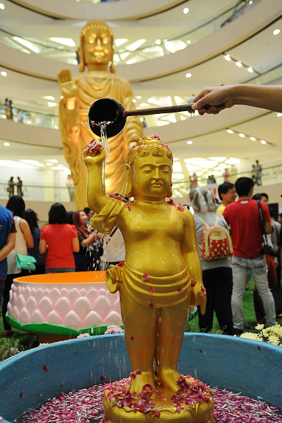 式典「Devotees Gather For Vesak Festival 2015」:写真・画像(3)[壁紙.com]
