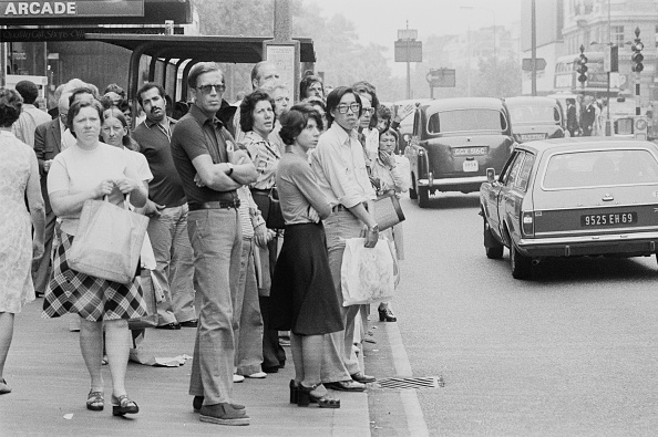 Finance and Economy「Queue for the Bus on Oxford Street」:写真・画像(12)[壁紙.com]
