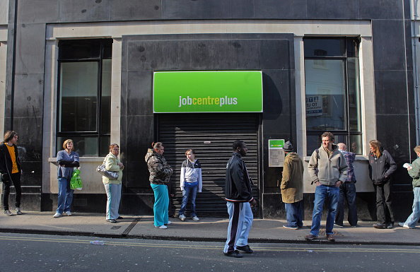 Waiting In Line「Latest Figures Show UK Unemployment Has Risen Above 2 Million」:写真・画像(12)[壁紙.com]