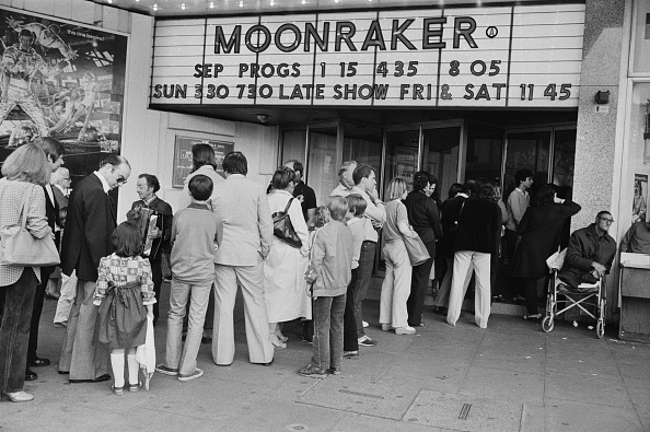 Waiting In Line「Moonraker at Odeon Marble Arch」:写真・画像(10)[壁紙.com]