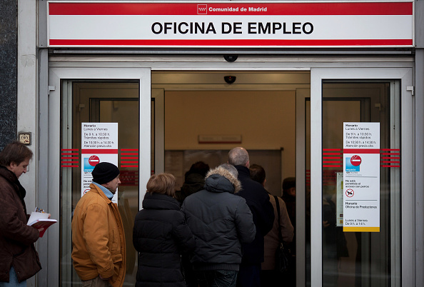 Waiting In Line「Unemployment Figures Hit New Record High In Spain」:写真・画像(1)[壁紙.com]