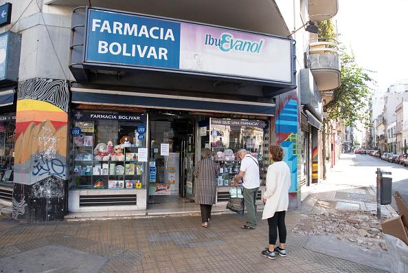 Waiting In Line「Argentina Takes Measures To Halt Spread of Coronavirus」:写真・画像(6)[壁紙.com]