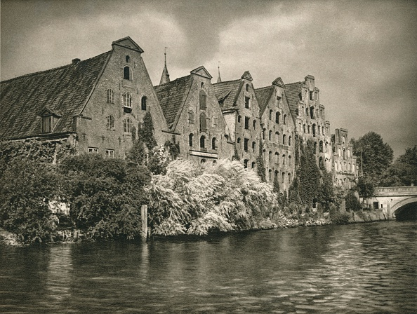 Water's Edge「Lubeck - Salt Warehouses, 1931」:写真・画像(6)[壁紙.com]