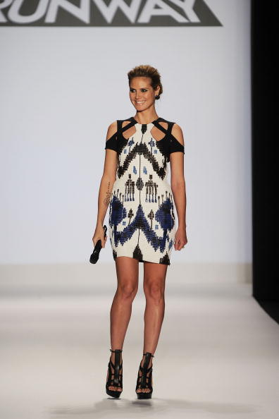 Mini Dress「Project Runway - Runway - Fall 2010 MBFW」:写真・画像(10)[壁紙.com]