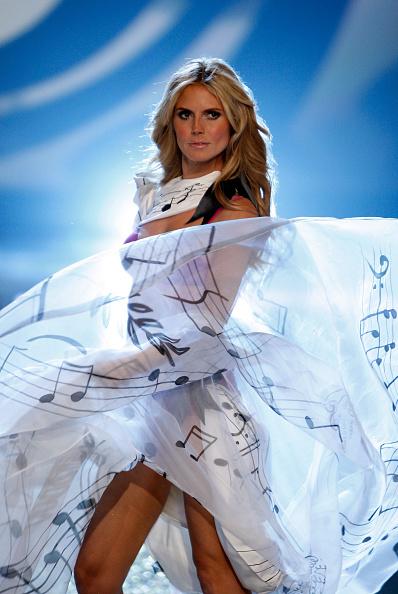 Mark Mainz「2007 Victoria's Secret Fashion Show」:写真・画像(5)[壁紙.com]