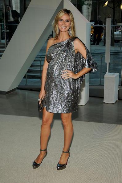 Mini Dress「2009 CFDA Fashion Awards - Inside」:写真・画像(2)[壁紙.com]