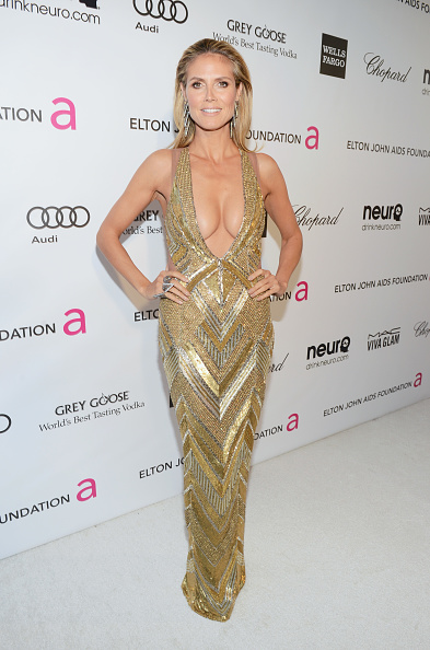 Gold Dress「21st Annual Elton John AIDS Foundation Academy Awards Viewing Party - Red Carpet」:写真・画像(11)[壁紙.com]