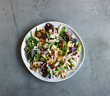 Pine Nut「Chicken & mushroom salad on grey slate surface」:スマホ壁紙(7)
